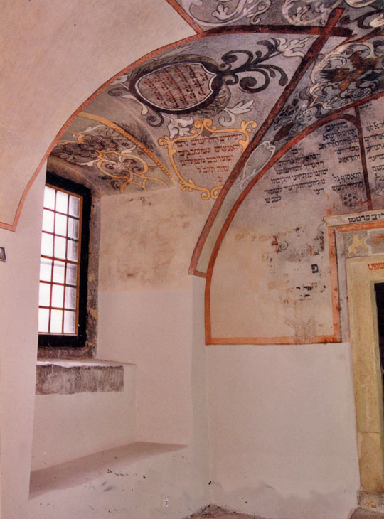 POL-Pinc-vestibule-window-on-northern-wall-and-fragment-of-vault-post-cons-2002
