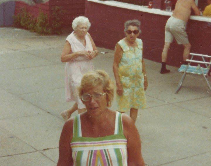vicku-macdevittStrolling and visiting in the B 26th court.. 1973 — at courtyard beach 26th.. 1973.-11