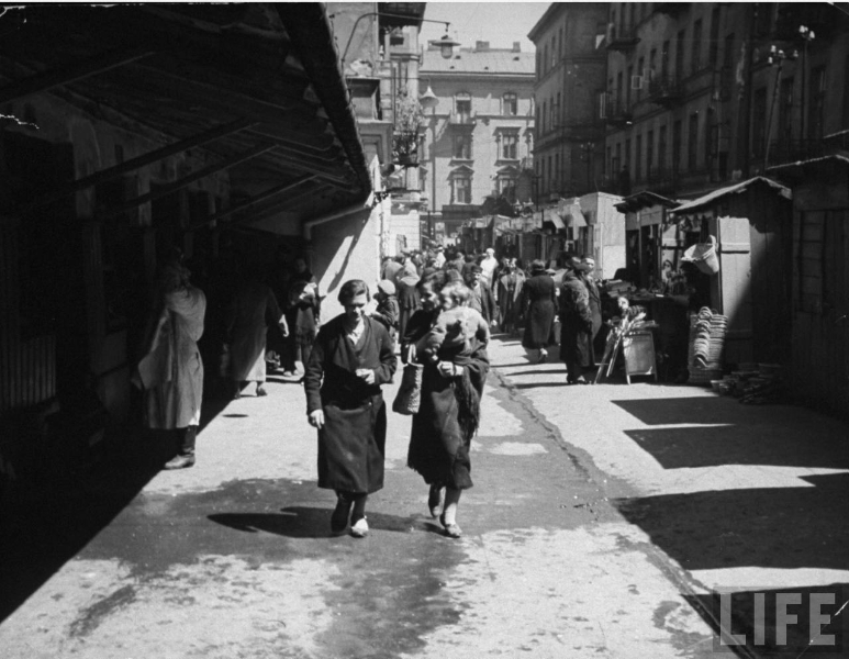 hist_eur_20_ww2_holo_ghetto_pic_warsaw_women_child_1938-1