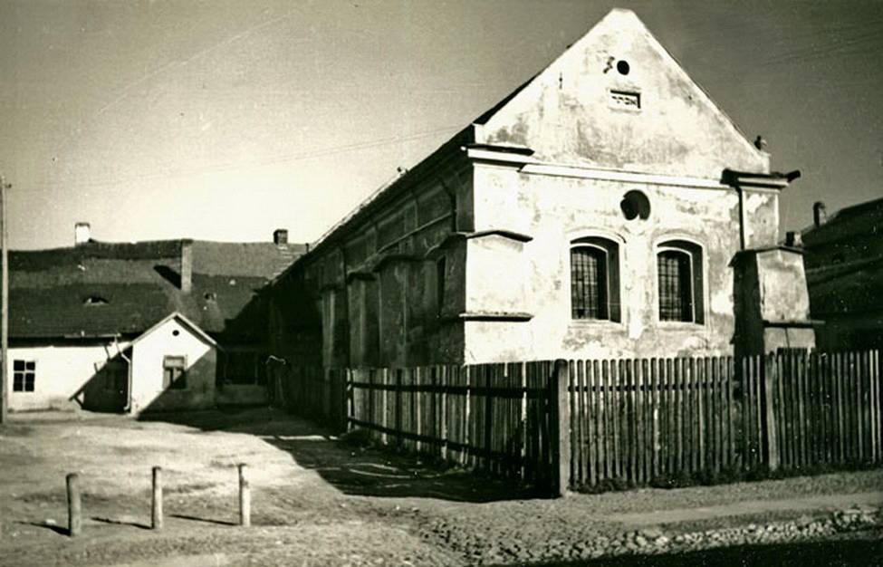 Nowa Synagoga in Pinczow - buillt 1682