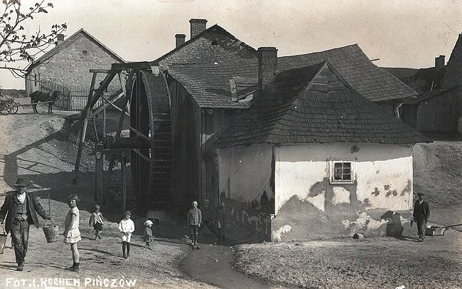 Pinczow---the Lajbusia Mill in Mirów-------pre war