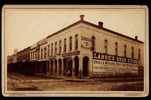 langesDrugStoreLeavenworth_1870